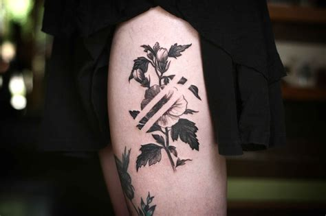 30 gorgeous negative space tattoo designs