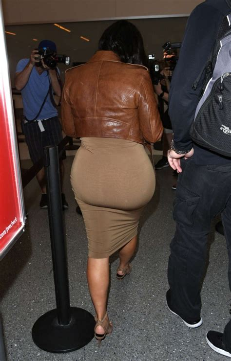 airport tarmac lax kim kardashian game kim kardashian in leather jacket at lax 29 gotceleb