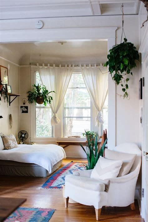 Decorating Bedroom With Plants by Best 25 Indoor Hanging Plants Ideas On