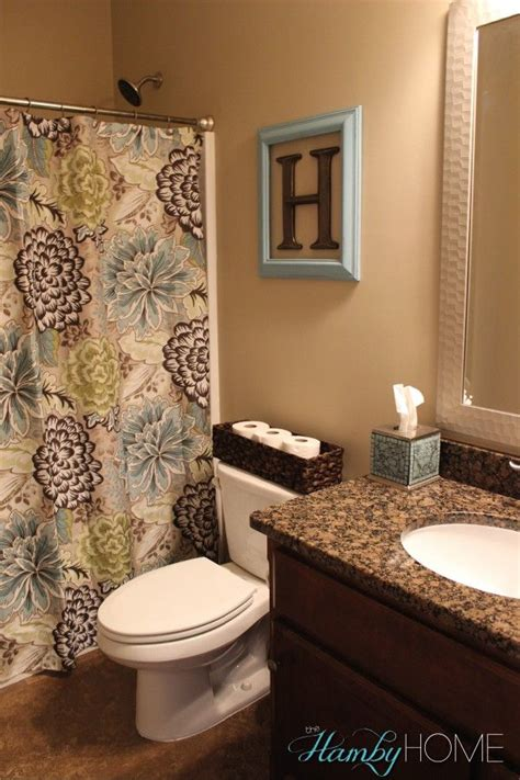 how to decorate a small apartment bathroom