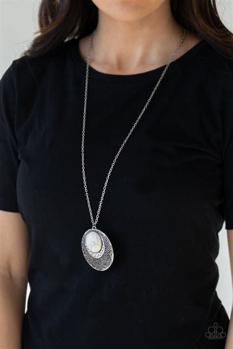 medallion meadow white necklace paparazzi accessories
