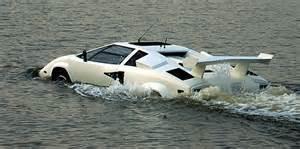 Lamborghini In Water Te Koop Lamborghini Countach Als Amfibievoertuig Foto S