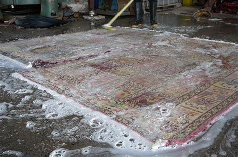 lavaggio tappeti bologna foto lavaggio tappeti e kilim ad acqua tappeti e sapone
