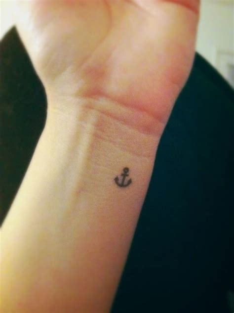 small anchor wrist design tattoos