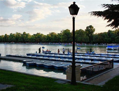 parque retiro viajar a madrid embarcadero estanque parque retiro en madrid viajar a madrid