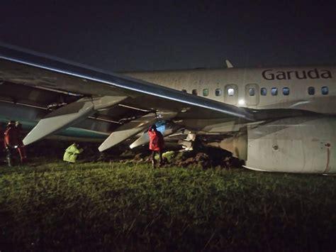 batik air lounge yogyakarta 2017 02 01 garuda boeing 737 800 off runway at yogyakarta