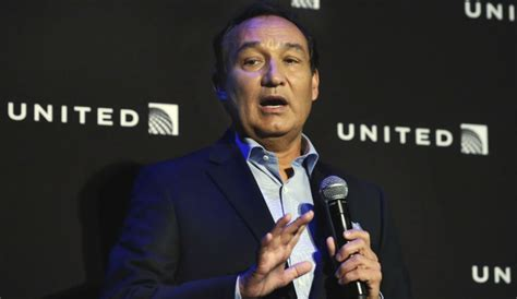 oscar munoz united ceo petition asking united airlines ceo oscar munoz to resign