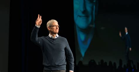 Timothy D Cook Mba by Tim Cook Apple S Chief Speaks On Civic Duty The New