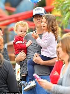 vince vaughn family vince vaughn s wife kyla and their two children make rare