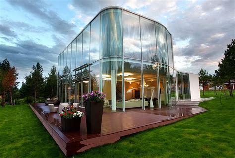 20 incredibly stunning glass house designs