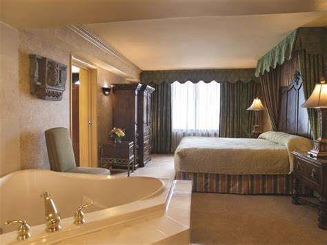 excalibur king tower room tower one bedroom suite with soaking tub royal chambers soaking tubs towers