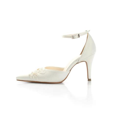 choosing the right wedding shoe wedding shoes in malaysia
