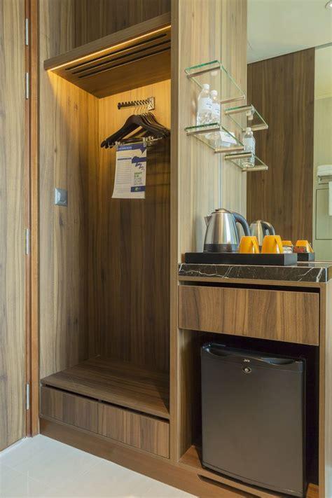 room closet  mini fridge  holiday inn express