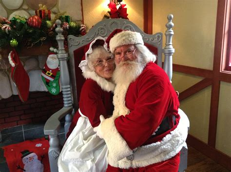 santa mrs claus santa claus and mrs claus pictures to pin on