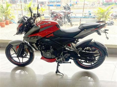 ns200 review 2017 bajaj pulsar ns200 india launch price engine specs