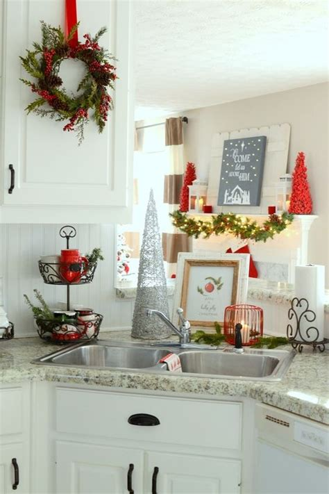 kitchen christmas decorating ideas 26 cozy christmas kitchen d 233 cor ideas shelterness