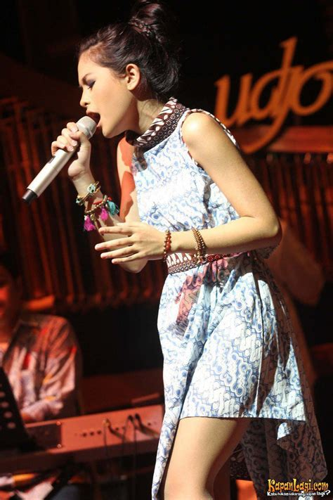 Kebaya Batik Modern Ayunda dress batik kebaya ala selebriti indonesia sumber