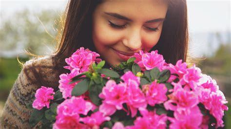 smelling flower images usseek com