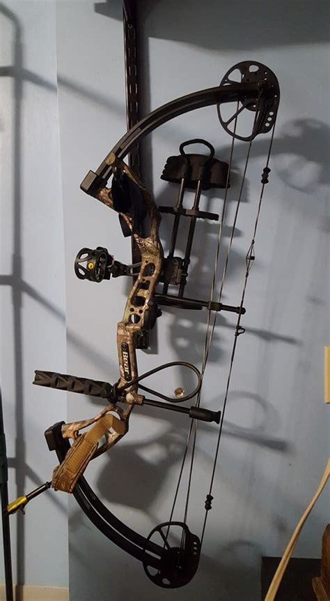 how to your to bow how to hang up your bow archery