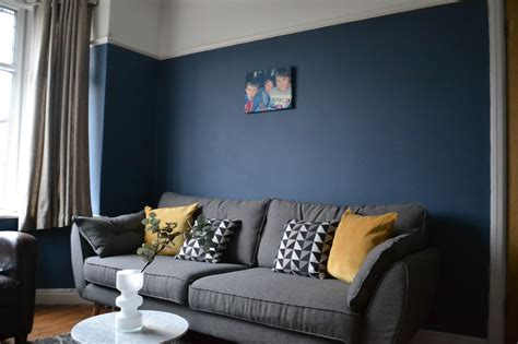 farrow and colours for living rooms painting our living room in farrow stiffkey blue tidylife