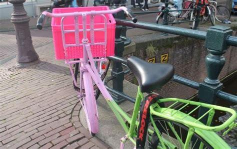 cassette plastica per frutta il cestino per la bici con le cassette della frutta