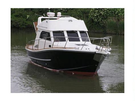 barche a motore cabinate usate calafuria 30 fly in emilia romagna imbarcazioni cabinate