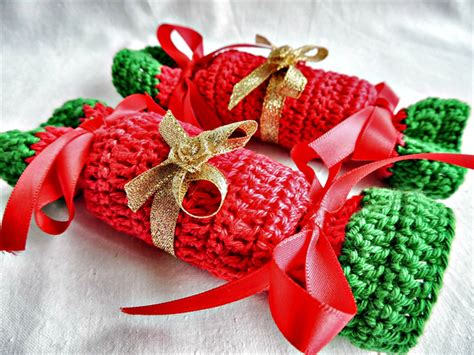 christmas bonbons set of 2 crochet xmas crackers table