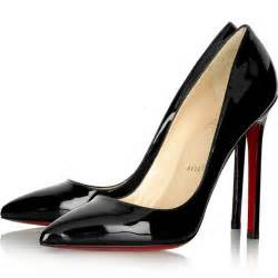 Choosing the black high heels and two common variations of its design