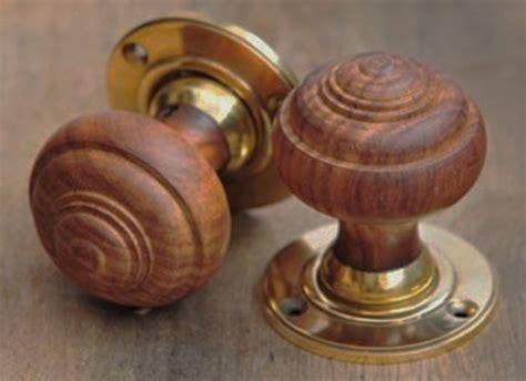 Wood Door Knob by 8 Pretty Door Knobs That Your Home Will