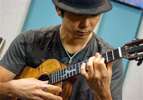 ukulele lessons jake shimabukuro jake shimabukuro acoustic magazine