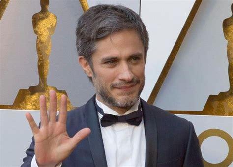 actor mexicano gael garcia gael eiza y natalia llegan a la gala de los premios oscar