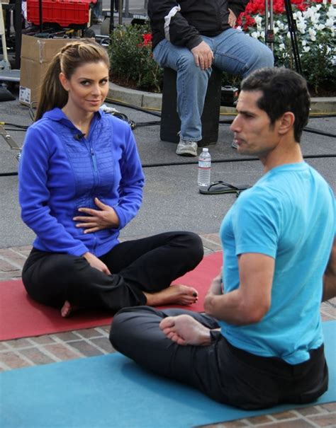 Back to full gallery maria menounos doing yoga at extra at the grove