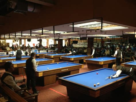 carom room carom billiard three players on top with two sessions to go 3 cushion verhoeven open