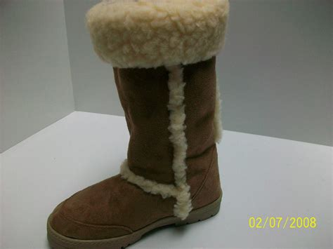 hugs boots fur linned or black hugs boots all size s