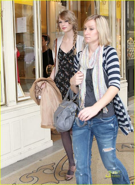 taylor swift tour paris taylor swift paris shopping stop photo 409622 photo