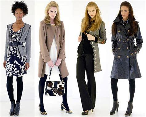 Menjadi Desainer Mode tren fashion wajib diikuti wanita gaya