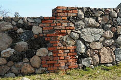 gartenmauer backstein 56 best images about ruine im garten on