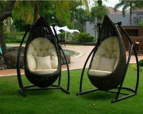 outdoor swinging chair