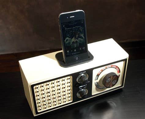 Diy Charging Dock by Recycled Vintage Radio Iphone And Ipod Speaker Docks