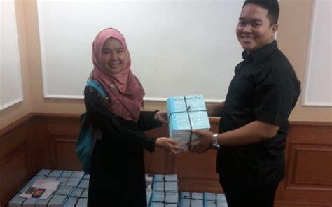 Ekonomika Indonesia pmberian 700 jurnal ekonomika dari cisfed untuk dpp iaei
