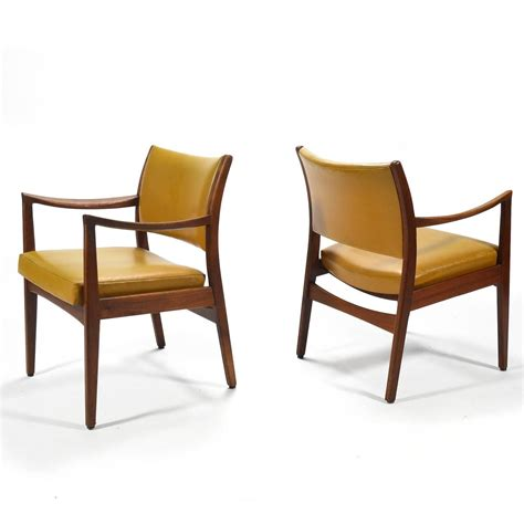 Johnson Chair by Pair Of Walnut Armchairs By Johnson Chair Co For Sale At