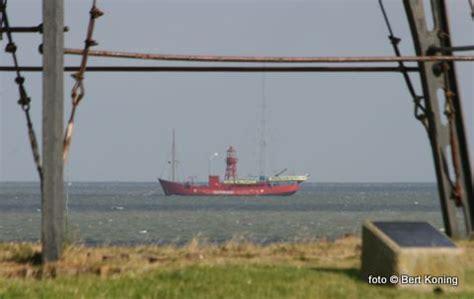 scheepvaart noordzee volgen greenpeace met lichtschip radio waddenzee op de texelse