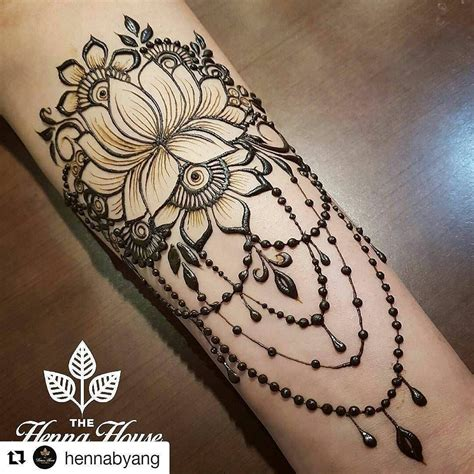 lotus henna tattoo this as a stirnum or henna mehndi