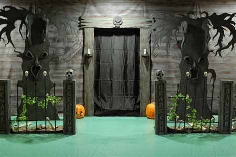how to make scary halloween decorations at home diy tutorial diy halloween diy haunted house ideas