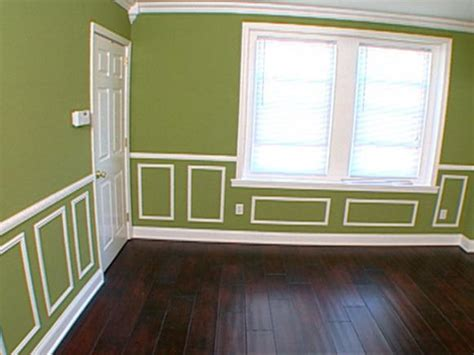 Proper Chair Rail Height by How To Cutting And Hanging Decorative Molding Hgtv