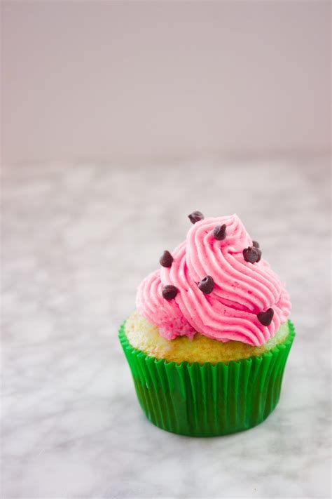 these watermelon cupcakes would be perfect for a picnic a collapsible easy quick watermelon cupcake store to party in about 1