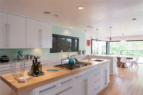 küche arbeitsplatte holz k 252 che k 252 che wei 223 mit schwarzer arbeitsplatte k 252 che wei 223