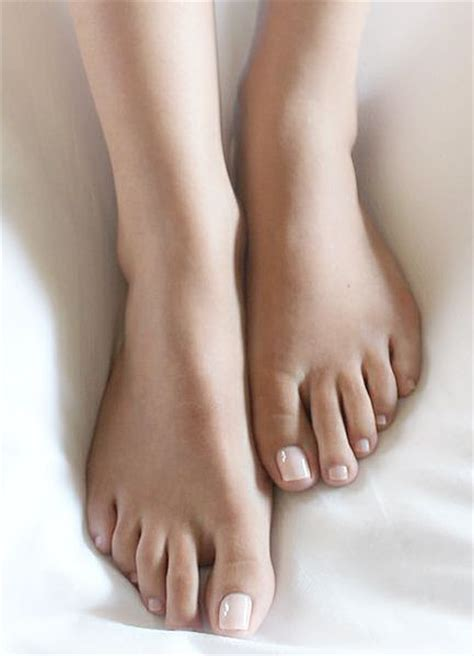 Must Colors For Summers Bare Toes by 25 Best Ideas About Pedicure Colors On Summer