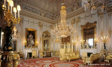 rooms in buckingham palace buckingham palace state room chandelier chic