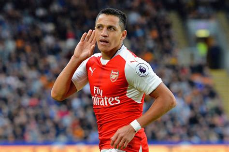 alexis sanchez contract news alexis sanchez arsenal urged to tie gunners star to new